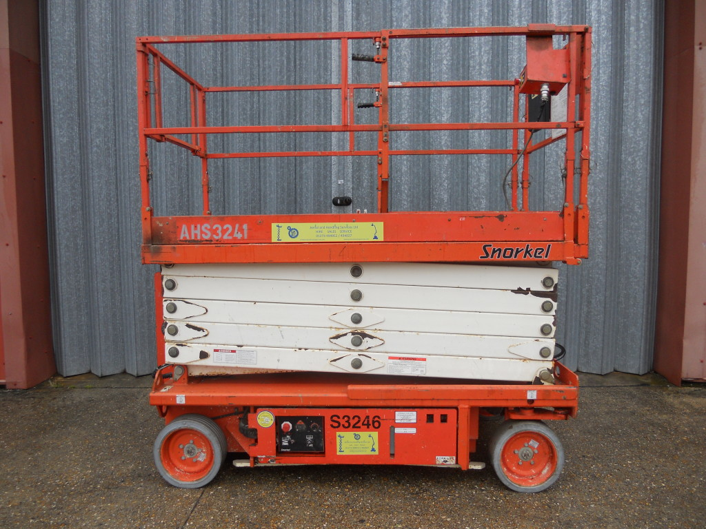 Used Snorkel S3246 scissor lift for sale